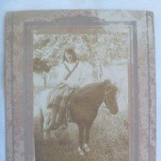 Fotografía antigua: GRAN FOTO DE NIÑA MONTADA EN UN CABALLO PONY , SIGLO XIX .... 16 X 21 CM. Lote 143783114