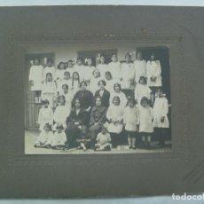 Fotografía antigua: GRAN FOTO ESCOLAR : NIÑAS POSANDO CON SUS MAESTRAS , AÑOS 20, DE GONZALEZ , CORDOBA ... 21 X 27 CM. Lote 143875354
