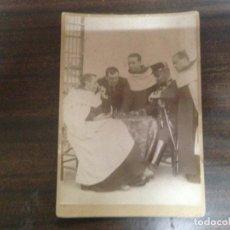 Fotografía antigua: ESPECTACULAR FOTOGRAFIA ANTIGUA PARTIDA DE AJEDREZ ENTRE MILITAR Y CAPELLAN REY CARMELITAS. Lote 146270258