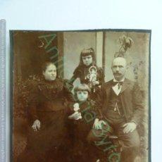 Fotografía antigua: FOTOGRAFÍA ANTIGUA ORIGINAL. FAMILIA CANARIA (14 X 13 CM). Lote 146372482