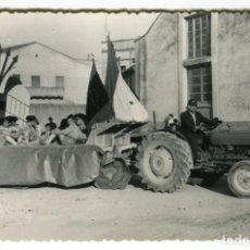 Fotografía antigua: SANTA BARBARA (TARRAGONA) FOTO DE CARROZA FIESTAS MAYORES POSIBLEMENTE AÑO 1962. Lote 147133238