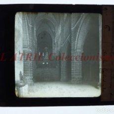 Fotografía antigua: AVILA, INTERIOR DE LA CATEDRAL - ANTIGUO CRISTAL PARA LINTERNA MAGICA - AÑOS 1890-1900. Lote 147499166