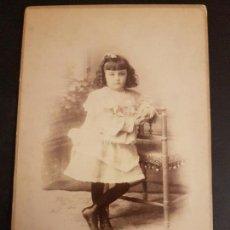 Fotografía antigua: CARTAGENA MURCIA R. HERNANDEZ FOTOGRAFO CALLE MAYOR 17 RETRATO DE NIÑA. Lote 147528154