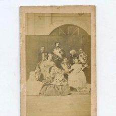 Fotografía antigua: LA FAMILIA REAL ESPAÑOLA, 1860'S. FOTO: JOHN CLARCK - RARA, SOBRE UN ORIGINAL DE LAURENT. Lote 148392658