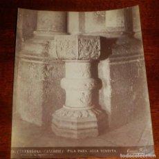 Fotografía antigua: ALBUMINA DE TARRAGONA, CATEDRALL, PILA PARA AGUA BENDITA, N. 86, FOTO TORRES, MIDE 20,5 X 17 CMS.. Lote 148429598