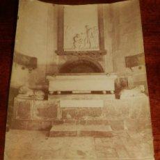 Fotografía antigua: ALBUMINA DE TARRAGONA, CATEDRALL, PILA BAUTISMAL, N. 69, FOTO TORRES, MIDE 23 X 17 CMS.. Lote 148431730