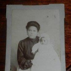 Fotografía antigua: FOTOGRAFIA ALBUMINA DE AMA DE CRIA CON BEBE, FOTO P. CERVERA, FOTO AVILES, ASTURIAS, FECHADA POR EL . Lote 149952602
