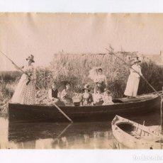 Fotografía antigua: VALENCIA, Nº407. BARCA EN LA ALBUFERA. FOTO: ANTONI ESPLUGAS, 1880 APROX. 16,5X21,5CM.. Lote 151855130