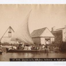 Fotografía antigua: VALENCIA, BARCA EN LA ALBUFERA, Nº226. 1880 APROX. FOTO: ANTONI ESPLUGAS. 21X16CM.. Lote 151862018