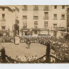 Fotografía antigua: OLOT (PROVINCIA DE GIRONA) GEGANTS , AÑO 1890 APROX. ALBÚMINA SIN MONTAR 12X16,2 CM.. Lote 152594026
