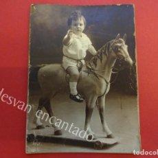 Fotografía antigua: FOTO ALBUMINA NIÑO EN CABALLITO DE JUGUETE. AMER FOTÓGRAFO. 12 X 9 CTMS.. Lote 155799942