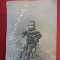 Fotografía antigua: ANTIGUA FOTO ALBUMINA 14 X 9 CTMS. NIÑOS POSANDO CON TRICICLO. CORTÉS FOT. ZARAGOZA. Lote 155803522
