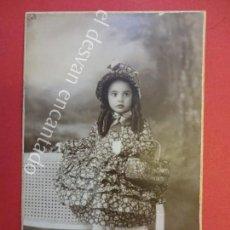 Fotografía antigua: ANTIGUA FOTO ALBUMINA 14 X 9 CTMS. NIÑA POSANDO STUDI FOTOGRÁFIC BOSCH. GRANOLLERS. Lote 155804102