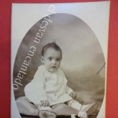Fotografía antigua: ANTIGUA FOTO ALBUMINA 14 X 9 CTMS. NIÑA POSANDO STUDI FOTOGRÁFIC BOSCH. GRANOLLERS. Lote 155804250