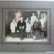 Fotografía antigua: FOTOGRAFÍA ANTIGUA ORIGINAL. FAMILIA (25 X 20 CM). Lote 156476862