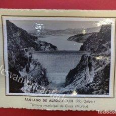 Fotografía antigua: PANTANO DE ALFONSO XIII (RÍO QUIPAR) CIEZA. 1953. FOTO CON CARACTERÍSTICAS AL DORSO. Lote 156513450