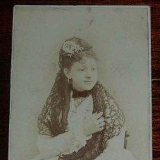 Fotografía antigua: FOTOGRAFIA ALBUMINA TIPO CDV DE MUJER CON MANTILLA, FOTO DE VERNAY, MADRID. MIDE 10,5 X 6 CMS APROX.. Lote 156983382
