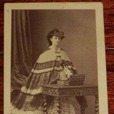 Fotografía antigua: FOTOGRAFIA ALBUMINA TIPO CDV DE MUJER, FOTO DISDERI, MIDE 10,5 X 6 CMS.. Lote 156984322