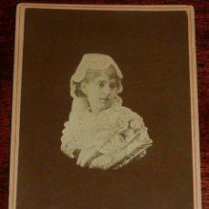 Fotografía antigua: FOTOGRAFIA ALBUMINA DE MUJER, RETRATO DE M. HEBERT, MADRID, MIDE 16,5 X 10,5 CMS.. Lote 157169274