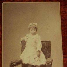 Fotografía antigua: FOTOGRAFIA ALBUMINA DE NIÑA, FOTO EDGAR DEBAS, MADRID, MIDE 16,5 X 10,5 CMS.. Lote 157170274