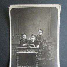 Fotografía antigua: AÑO 1870. FOTOGRAFÍA DE LAS INFANTAS PAZ, PILAR Y EULOGIA. FOTÓGRAFO LACOMBE LACROIX, GINEBRA. Lote 157255414