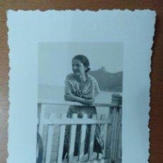 Fotografía antigua: FOTO REALIZAD EN CAGLIARI (CERDEÑA - ITALIA) 1935 SEÑORITA 6 X 8 CM (APROX). Lote 157342378