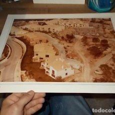 Fotografía antigua: FOTOGRAFÍA DE AUTOR NUMERADA SANTA PONÇA .MALLORCA.AÑOS 60-70.40 X 30CM .PANORAMAS MEDITERRÁNEOS.. Lote 158793786