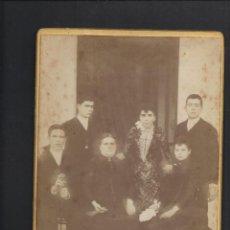 Fotografía antigua: FOTO ANTIGUA GRUPO FAMILIAR. . Lote 159736078
