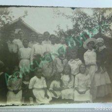 Fotografía antigua: FOTOGRAFÍA ANTIGUA ORIGINAL. FAMILIA ANGLOSAJONA. (12 X 9 CM). Lote 159955814