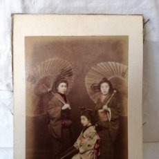 Fotografía antigua: DESPLEGABLE CON 24 FOTOGRAFIAS COLOREADAS DE PERSONAJES Y LUGARES DE JAPON. SIGLO XIX.. Lote 161119750