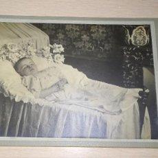 Fotografía antigua: ANTIGUA FOTOGRAFIA NIÑO POSTMORTEN. A.PARISSE, FRANCIA PRINCIPIO SIGLO XX. Lote 161163078