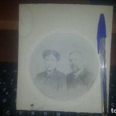 Fotografía antigua: ALBUMINA DE PAREJA EN ESTUDIO, MONTADA SOBRE CARTON, DE KAULAK. Lote 161415410