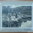Fotografía antigua: FOTOGRAFIA DE GRUPO FIESTA MAYOR CASTELLTERÇOL 1918. ENTRE ELLOS LA CANTANTE DE OPERA LAURA CERVERA. Lote 163711026