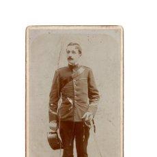 Fotografía antigua: FOTO CABINET - E. FOTOGRÁFICO A. L. LAGUNA. SOLDADO ESPAÑOL. CUERPO CARABINEROS DEL REY 10,X 20,5. Lote 165267778