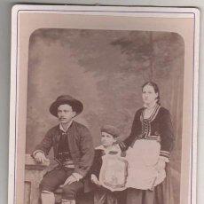 Fotografía antigua: EMIGRANTES VASCOS CUBA, TRAJE REGIONAL VASCO, ESCUDO SAN ESTEBAN ECHÉVARRI. FREDRICKS DARIES HABANA. Lote 165412746
