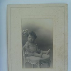 Fotografía antigua: PRECIOSA FOTO DE ESTUDIO DE NIÑO TAL SE VE, 1926 . DE DUARTE , OVIEDO ... 15 X 22,5 CM. Lote 165509878