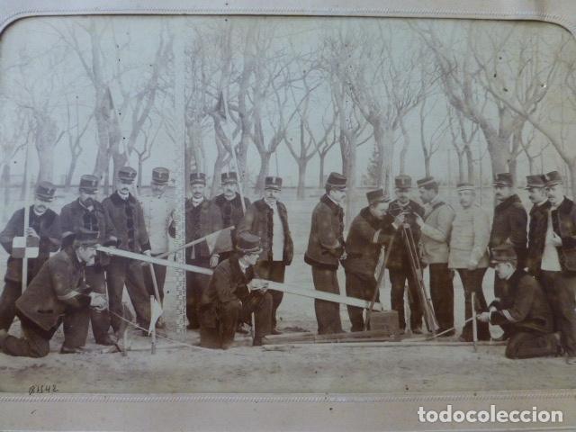 Fotografía antigua: EL ESCORIAL MADRID 1898 COLEGIO CUERPO DE CARABINEROS GRUPO DE ALUMNOS CON INSTRUMENTAL J. DAVID FOT - Foto 2 - 166030266