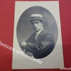 Fotografía antigua: CABALLERO CON SOMBRERO CANOTIER. FOTO: NIEPCE. AÑOS 1920. Lote 167922032