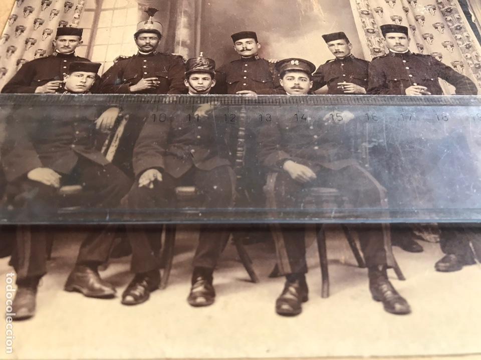 Fotografía antigua: ANTIGUA Y ORIGINAL FOTOGRAFÍA MILITARES. SOLDADOS. REGIMIENTO. Nº 66. - Foto 2 - 167953133