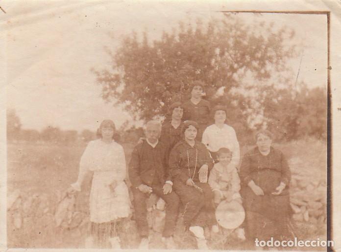 MUY ANTIGUA FOTOGRAFÍA ALBÚMINA GRUPO FAMILIAR, NIÑO COMUNIÓN CON GRAN SOMBRERO. 1900-10 CB (Fotografía Antigua - Albúmina)