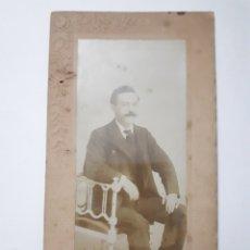 Fotografía antigua: VIGO. FOTO DE CABALLERO EN EL ESTUDIO DE J. OCAÑA. PRINCIPE, 32. Lote 168401266