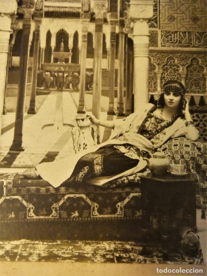 Fotografía antigua: FOTOGRAFIA DE MUJER EN LA ALHAMBRA DE GRANADA CON MARCO DE PIEL - Foto 7 - 168627692