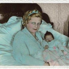 Fotografía antigua: FTO. RETRATO DE ARISTÓCRATA CON SU HIJA DE DIAS EN BRAZOS. 18 MARZO 1934. FOT: HENRI. CASABLANCA.. Lote 169185604
