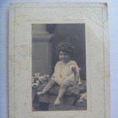Fotografía antigua: PRECIOSA FOTO DE ESTUDIO DE NIÑO TAL SE VE, 1926 . DE DUARTE , OVIEDO ... 15 X 22,5 CM. Lote 169473400