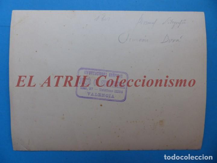Fotografía antigua: VALENCIA, PERSONAL DE LA LITOGRAFIA SIMEON DURA - AÑOS 1930-40 - Foto 4 - 170010288