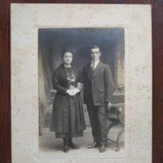 Fotografía antigua: FOTO DE ESTUDIO PAREJA DE NOVIOS, BARCELONA FINALES SIGLO XIX. Lote 170058388