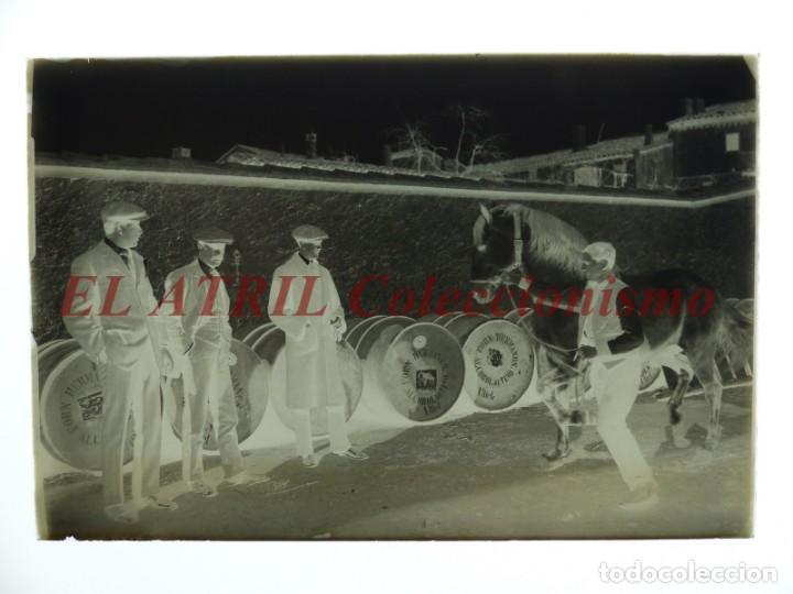 Fotografía antigua: UTIEL, VALENCIA, ALCOHOL VINO - CLICHE ORIGINAL - NEGATIVO EN CRISTAL - AÑOS 1910-1920 - Foto 2 - 170173756