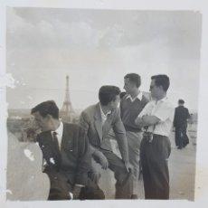 Fotografía antigua: ANTIGUA FOTO EN PARIS CON DEDICATORIA. Lote 171139577