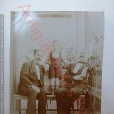 Fotografía antigua: FOTOGRAFÍA ANTIGUA ORIGINAL. CABALLEROS. NIÑO (11,5 X 8,5). Lote 171309608