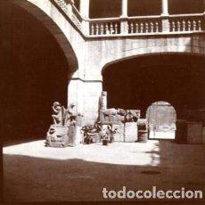 Fotografía antigua: VALENCIA. HACIA 1890. UN RINCON EN EL PATIO DEL PALACIO ARZOBISPAL. POR VIAJERO FRANCÉS. ORIGINAL.. Lote 171440832